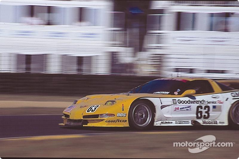 #63 Chevrolet Corvette C5-R: Ron Fellows, Chris Kneifel, Justin Bell