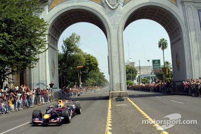 Red Bull F1 Showcar Meksika'da