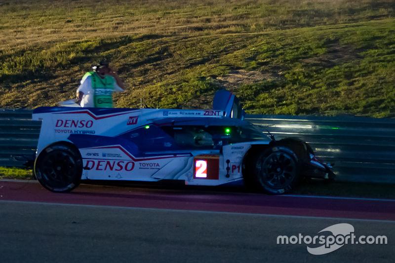 #2 Toyota Racing Toyota TS040 Hybrid: Alexander Wurz, Stéphane Sarrazin, Mike Conway, mit Unfall