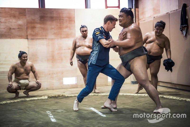 Daniil Kvyat, Red Bull Racing with Sumo wrestlers
