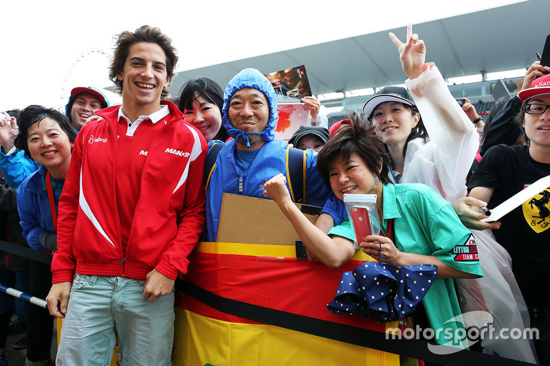 Roberto Merhi, Manor Marussia F1 Team signs autographs for the fans