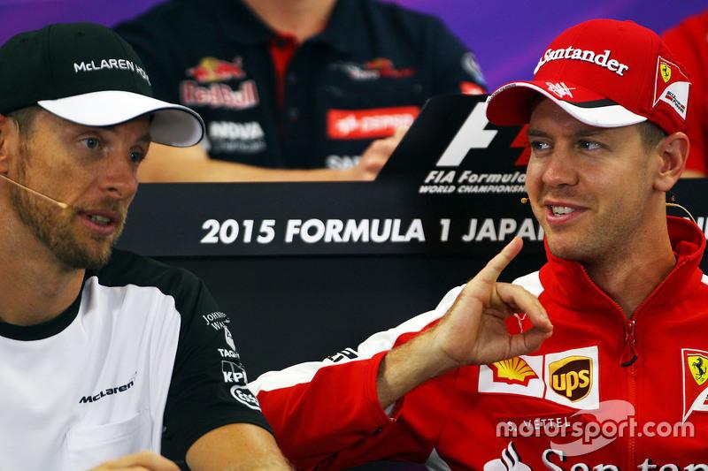 Jenson Button, McLaren, und Sebastian Vettel, Ferrari, in der FIA-PK
