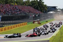 Старт: лидирует Льюис Хэмилтон, Mercedes AMG F1 W06