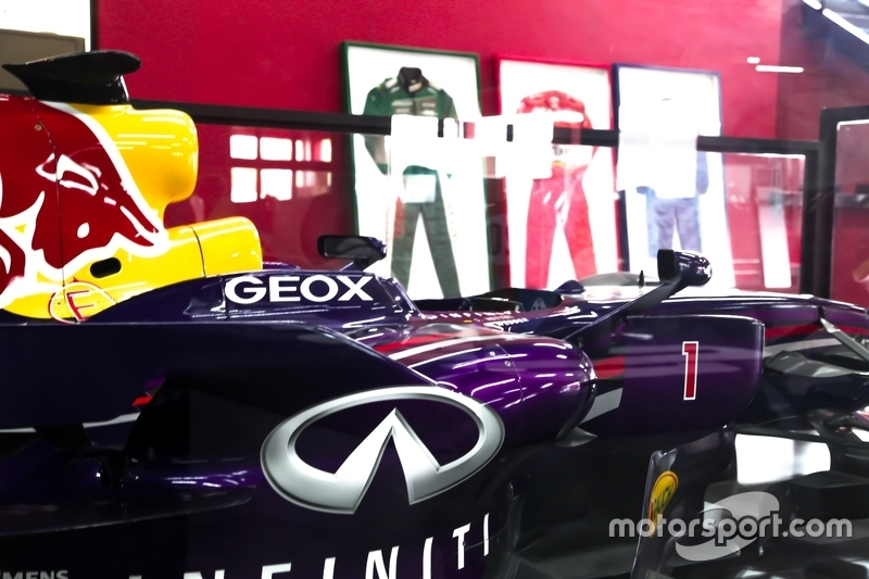 Carro de F1 da Red Bull em exibição no Speedland