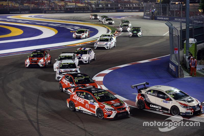 Gianni Morbidelli, Honda Civic TCR, West Coast Racing und Pepe Oriola vor einer Gruppe