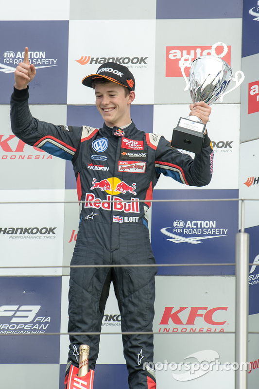 Podium: third place Callum Ilott, Carlin Dallara F312 - Volkswagen