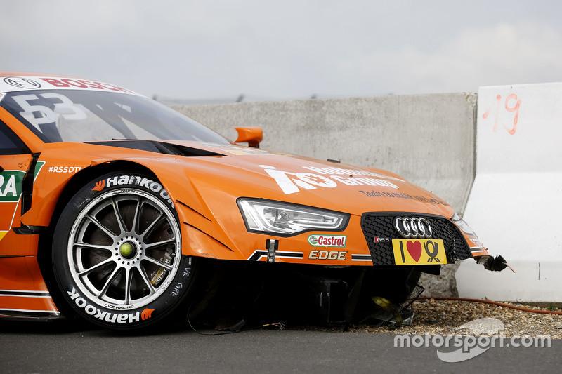 La voiture endommagée de Jamie Green, Audi Sport Team Rosberg Audi RS 5 DTM