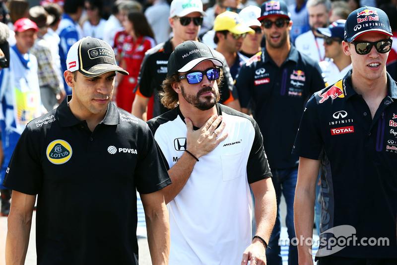 Pastor Maldonado, Lotus F1 Team and Fernando Alonso, McLaren on the drivers parade