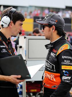 Sergio Perez, Sahara Force India F1 with Tim Wright, Sahara Force India F1 Team Race Engineer on the grid