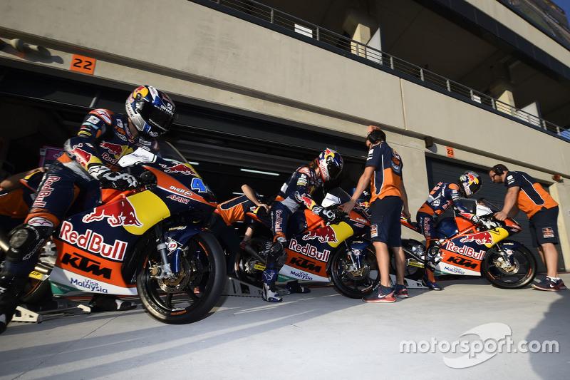Miguel Oliveira, Red Bull KTM Ajo, Karel Hanika, Red Bull KTM Ajo et Brad Binder, Red Bull KTM Ajo