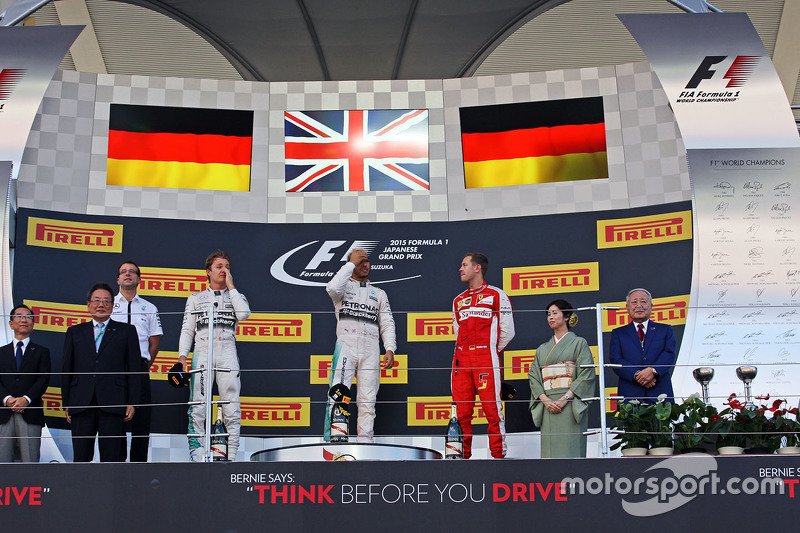Podium: Race winner Lewis Hamilton, Mercedes AMG F1 Team, second place Nico Rosberg, Mercedes AMG F1