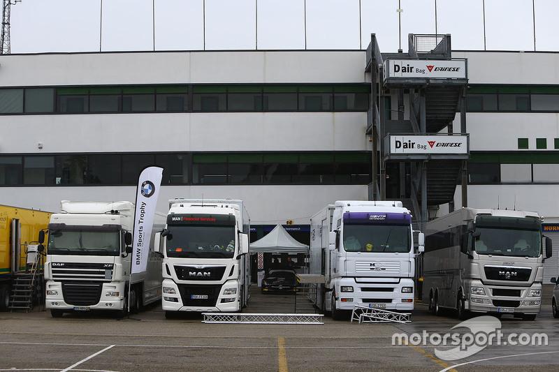 Paddock trucks