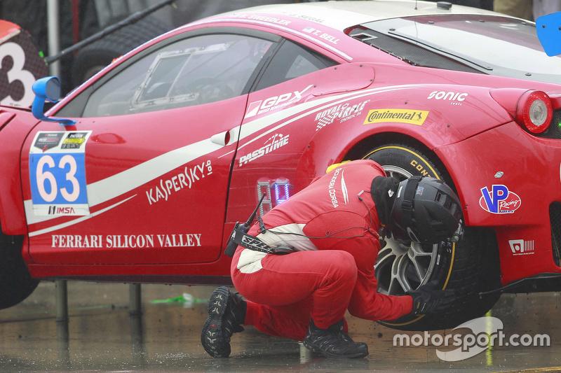 #63 Scuderia Corsa Ferrari 458 Italia: Білл Свідлер, Таунсенд Белл, Джефф Сегал