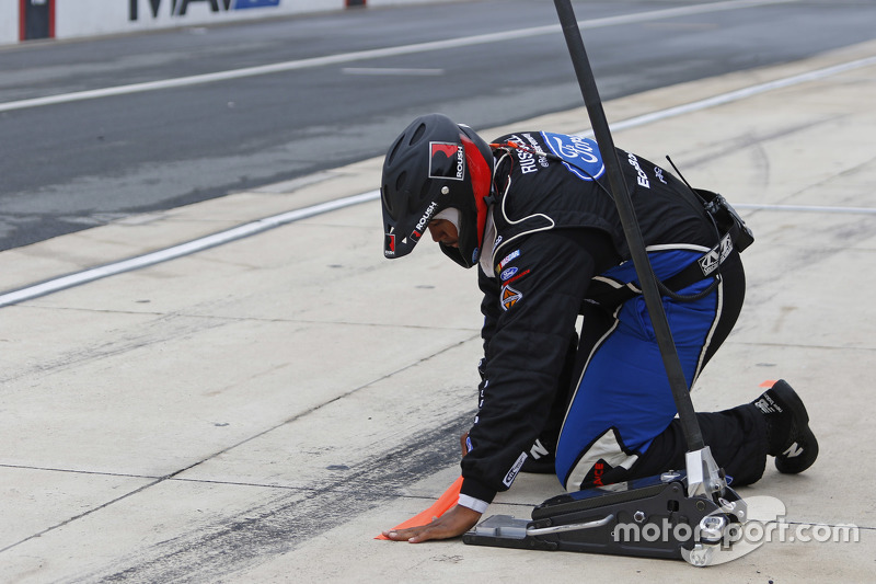 Roush Fenway Racing mechanic prepares for a pitstop