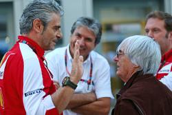 Maurizio Arrivabene, Ferrari Director del Equipo con Bernie Ecclestone