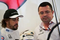 Фернандо Алонсо, McLaren и Эрик Булье, гоночный директор McLaren