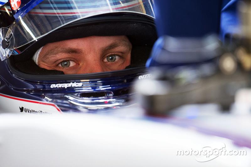 Williams одного финна улетела в стену, а у Ferrari другого сломалось переднее крыло. «Какого *** он делает?», – воскликнул Боттас.