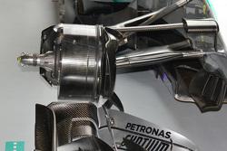 Mercedes W06 Hybrid, dettaglio dei cestelli dei freni aperti per metà