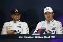 (L to R): Льюїс Хемілтон, Mercedes AMG F1 та товариш по команді Ніко Росберг, Mercedes AMG F1 на пресс-конференції FIA після кваліфікації
