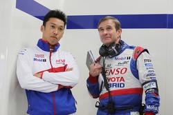 Kazuki Nakajima mit Pascal Vasselon, Toyota Hybrid Racing, Technischer Direktor