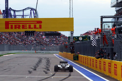 Race winner Lewis Hamilton, Mercedes AMG F1 W06 takes the chequered flag at the end of the race