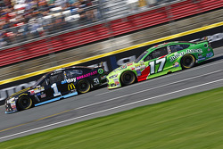 Jamie McMurray, Chip Ganassi Racing Chevrolet and Ricky Stenhouse Jr., Roush Fenway Racing Ford