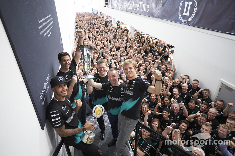 Lewis Hamilton, Nico Rosberg, Toto Wolff and company celebrate the 2015 Constructors Title