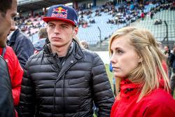 Макс Ферстаппен , Scuderia Toro Rosso со своей девушкой Микаэлой Ахлин-Коттулински