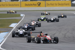 Lance Stroll, Prema Powerteam, Dallara Mercedes-Benz; Sergio Sette Camara, Motopark, Dallara Volkswagen