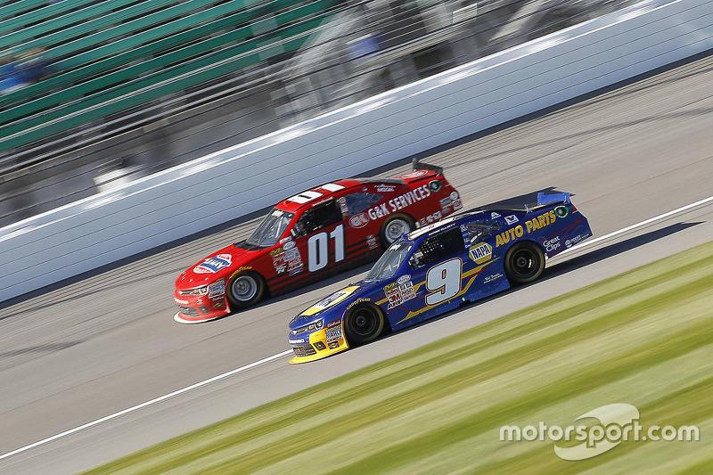 Landon Cassill, JD Motorsports Chevrolet and Chase Elliott, JR Motorsports Chevrolet