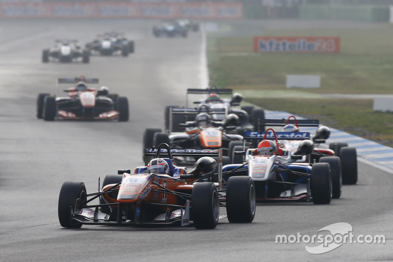 Michele Beretta, Mücke Motorsport Dallara Mercedes-Benz ve Pietro Fittipaldi, Fortec Motorsports Dal