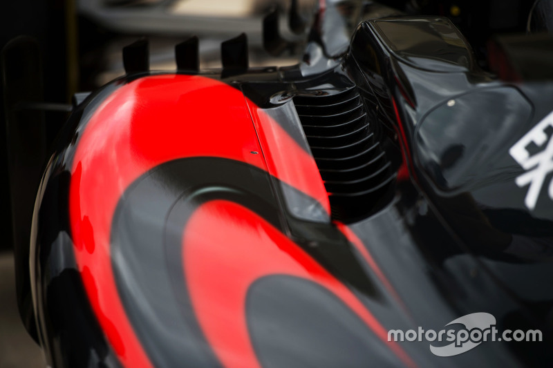 McLaren MP4-30 sidepod