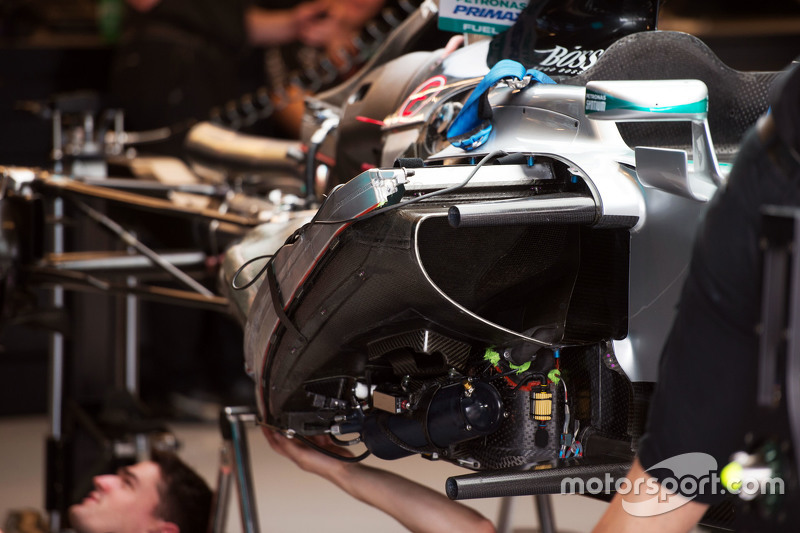 Mercedes AMG F1 W06 being built in the pits