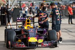Машина Red Bull Racing RB11 Даниэля Риккардо, Red Bull Racing в гараже