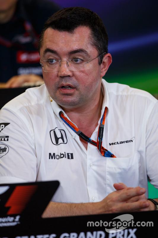 إيريك بولييه، مدير السباقات في فريق مكلارين في المؤتمر الصحفي
