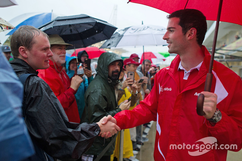 Alexander Rossi, Manor Marussia F1 Team with the fans