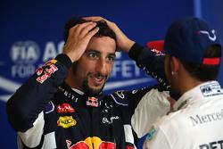 Derde plaats voor Daniel Ricciardo, Red Bull Racing en tweede plaats voor Lewis Hamilton, Mercedes AMG F1 Team