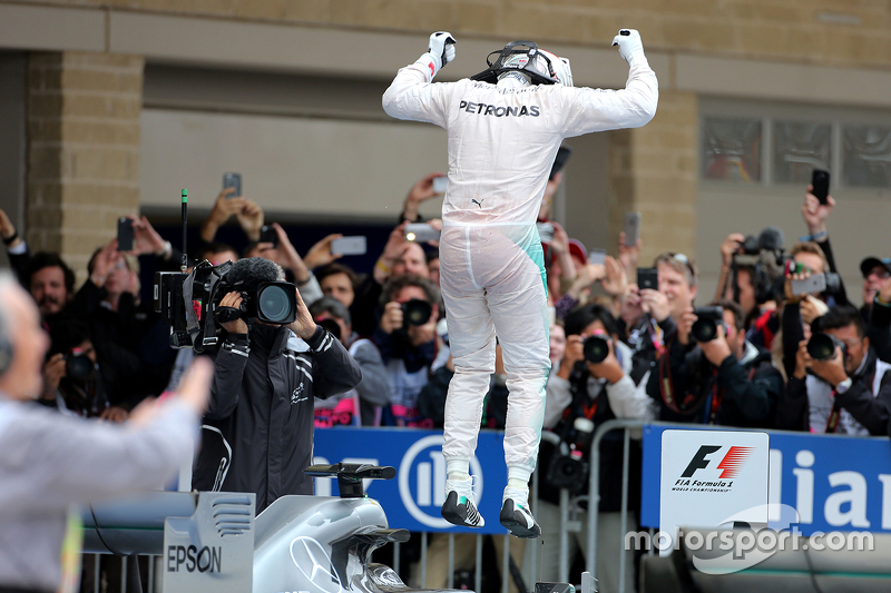 Race winner and World Champion Lewis Hamilton, Mercedes AMG F1 Team