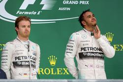 Podio: Ganador de la Carrera y Campeón del Mundo Lewis Hamilton, Mercedes AMG F1 Team y el tercer lu