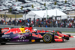 Daniil Kvyat, Red Bull Racing RB11 and Sebastian Vettel, Ferrari SF15-T battle for position