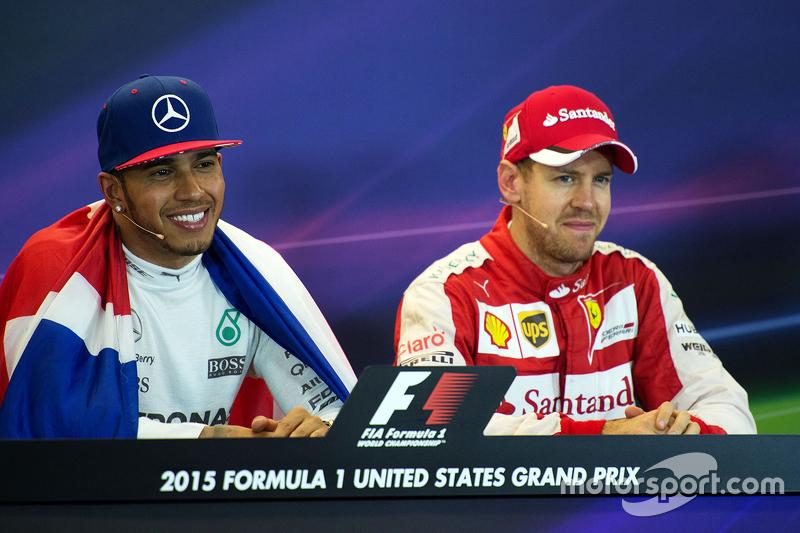 صاحب المركز الأول لويس هاميلتون، فريق مرسيدس إيه إم جي للفورمولا واحد مع المركز الثالث سيباستيان فيت