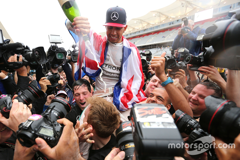 لويس هاميلتون، فريق مرسيدس إيه إم جي للفورمولا واحد يحتفل بلقبه الثالث