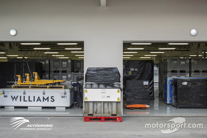 Llegada de equipo de las Escuderías al Autódromo Hermanos Rodríguez