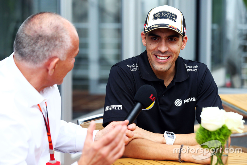 Pastor Maldonado, Lotus F1 Team with Peter Windsor, Journalist