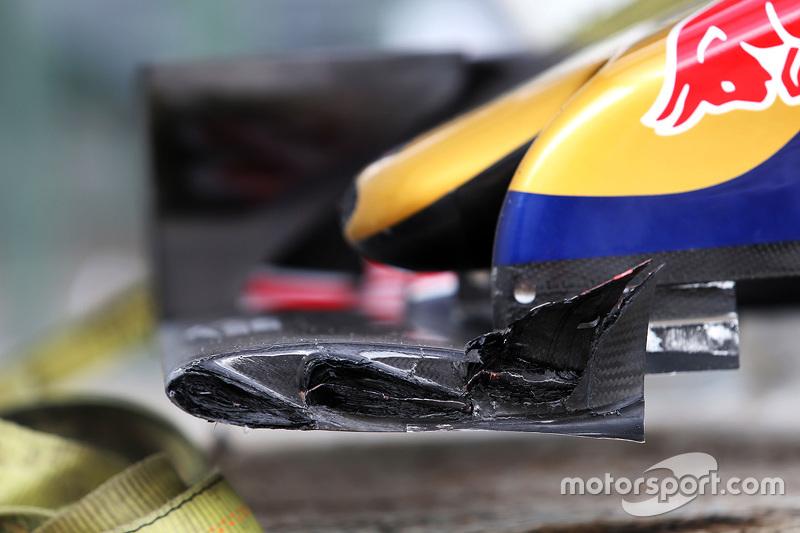 سيارة تورو روسو المتضرّرة بعد حادث ماكس فيرشتابن خلال التجارب الحرّة الثانية
