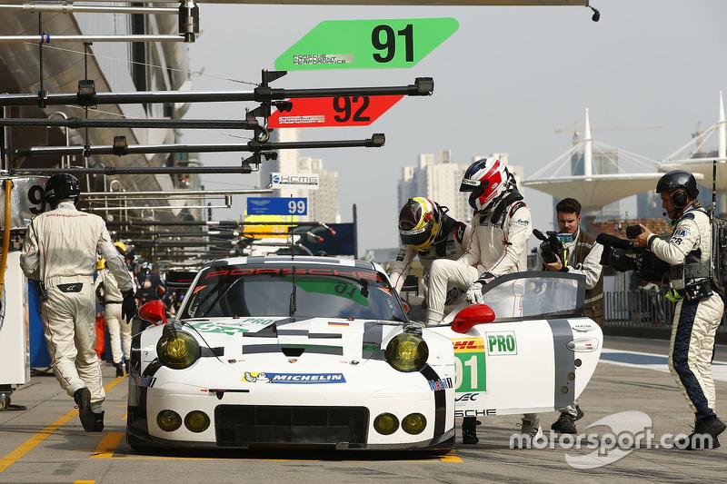السيارة رقم 91 فريق بورشه مانثلي بورشه 911 آر إس آر: ريتشارد ليتز، مايكل كريستنسن