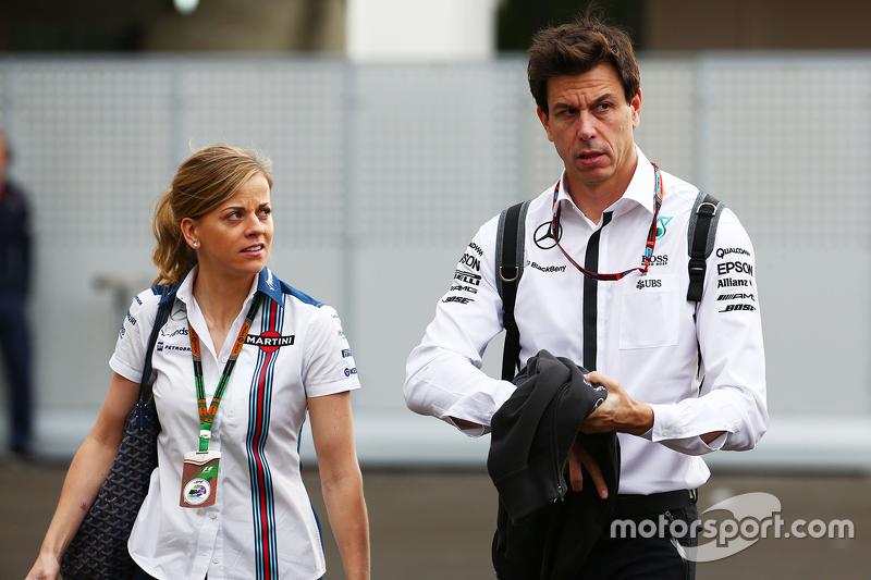 سوزي وولف، سائقة تطوير فريق ويليامز مع زوجها توتو وولف، الرئيس التنفيذي لفريق مرسيدس