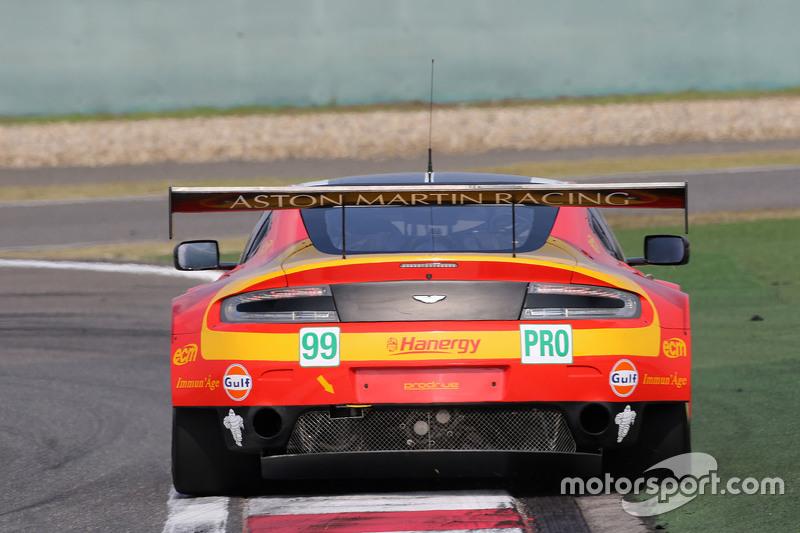 السيارة رقم 99 أستون مارتن ريسينغ في 8 أستون مارتن فانتاج جي تي إي: فرناندو ريس، أليكس ماكدول، ريتشي ستانواي