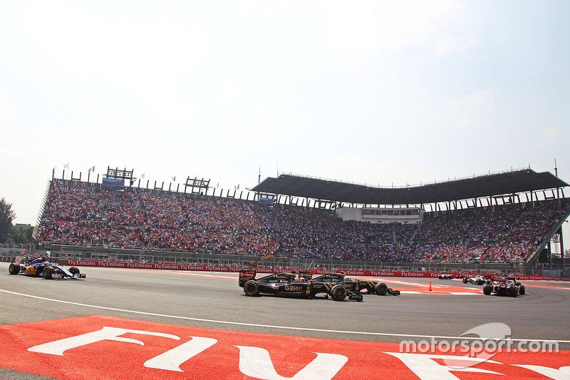 Romain Grosjean, Lotus F1 E23 and Pastor Maldonado, Lotus F1 E24