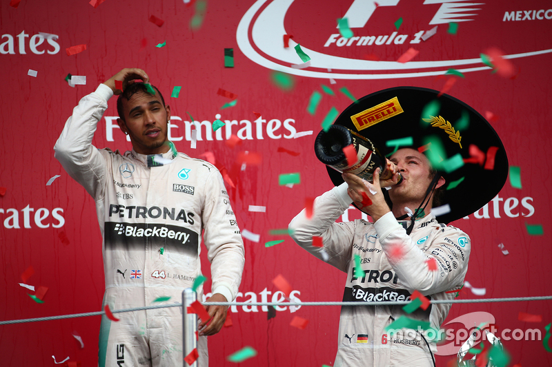 Podium: Second place Lewis Hamilton, Mercedes AMG F1 with race winner Nico Rosberg, Mercedes AMG F1